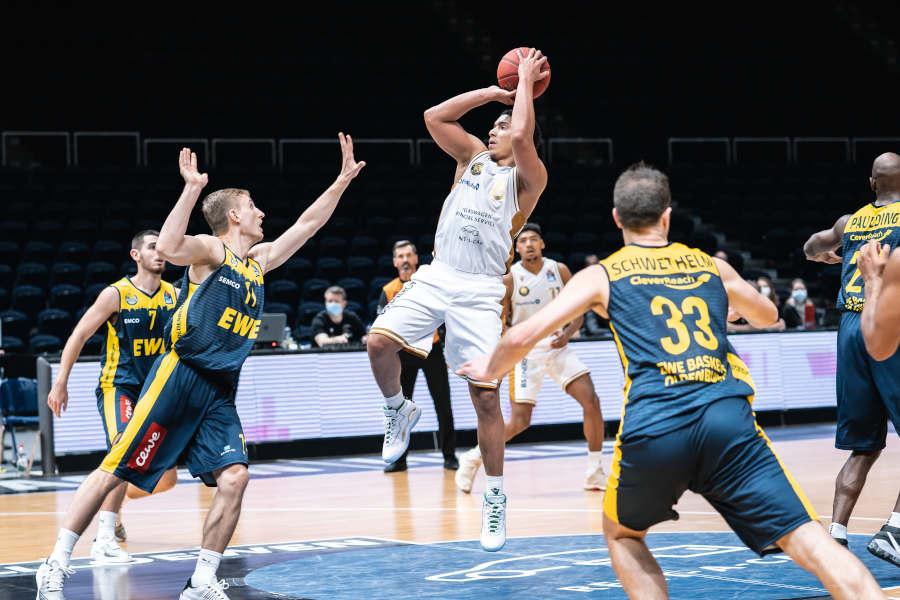 Die Basketball Löwen Braunschweig gegen die EWE Baskets Oldenburg
