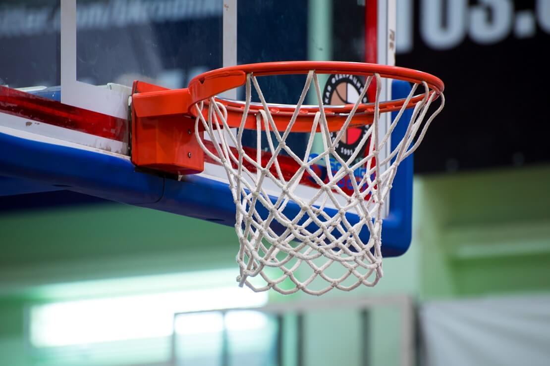 Ein leerer Basketballkorb