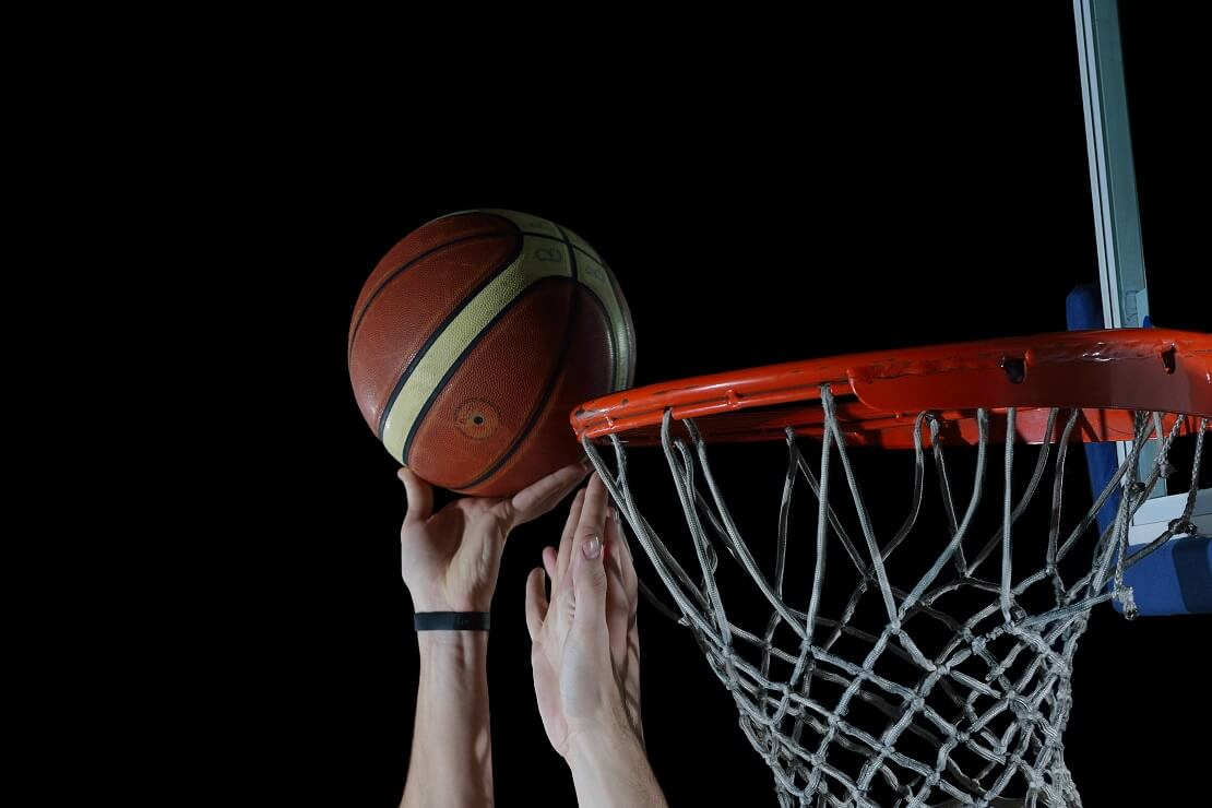 Blockversuch beim Basketball
