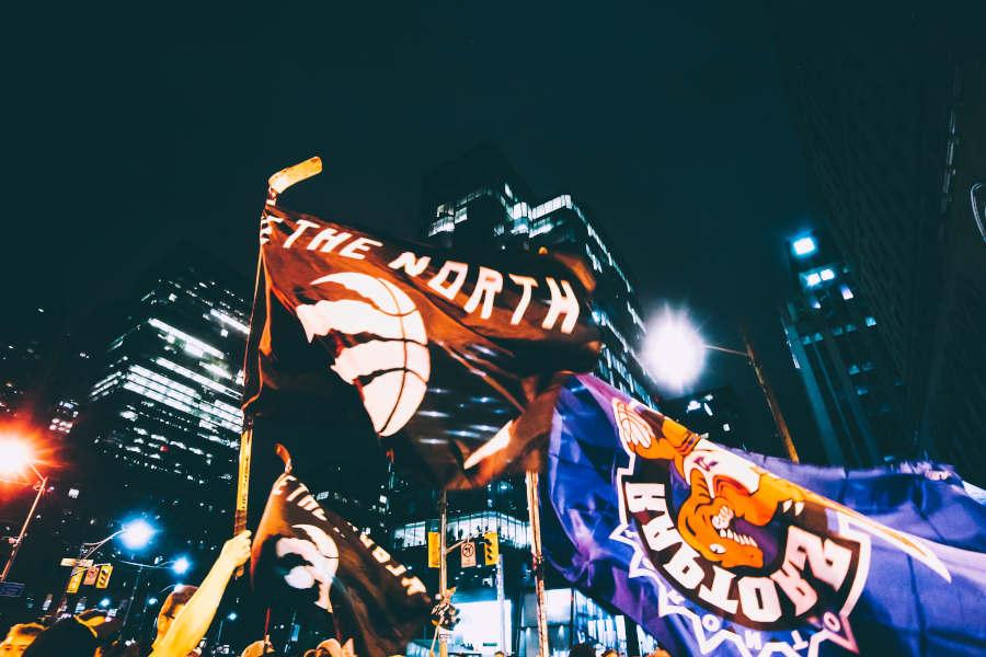 Fans der Raptors feiern ausgelassen