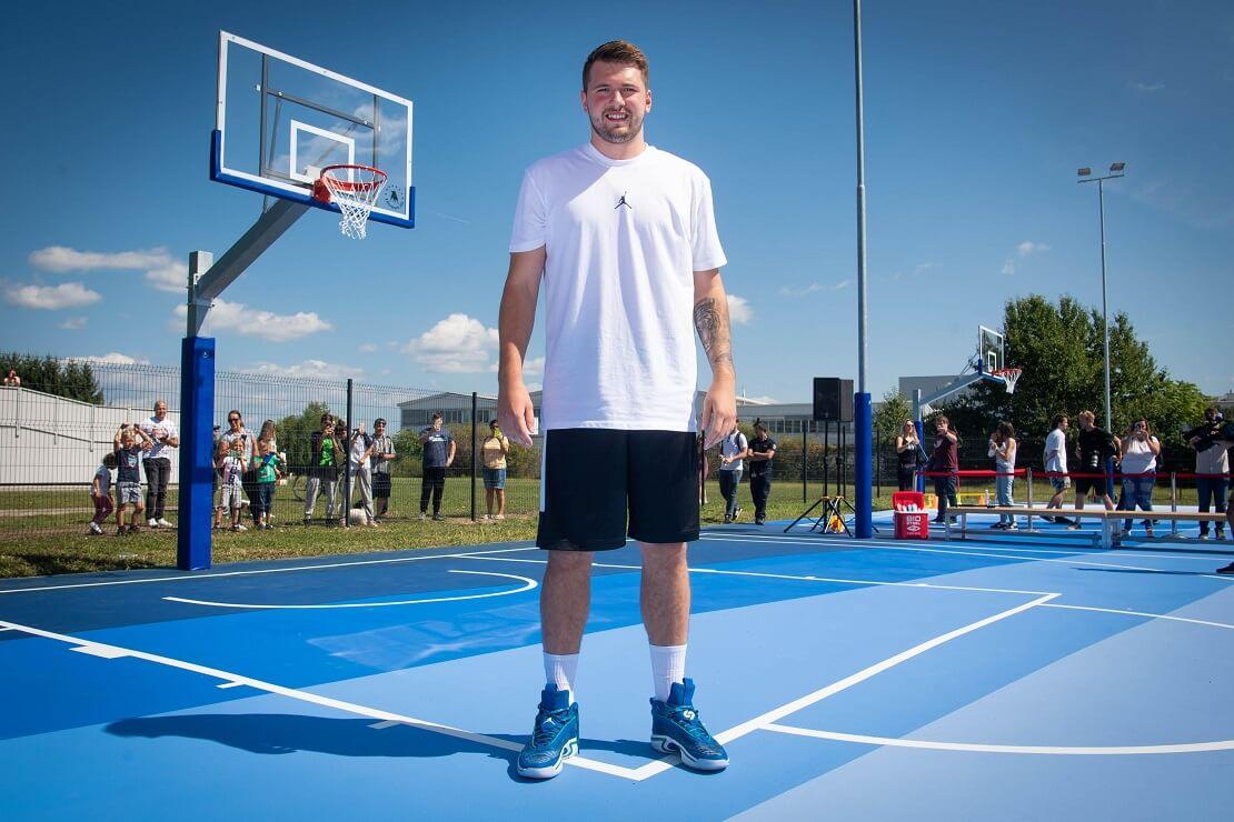 Slowenien: 2K Foundations weiht mit Luka Dončić zwei Basketball-Courts ein